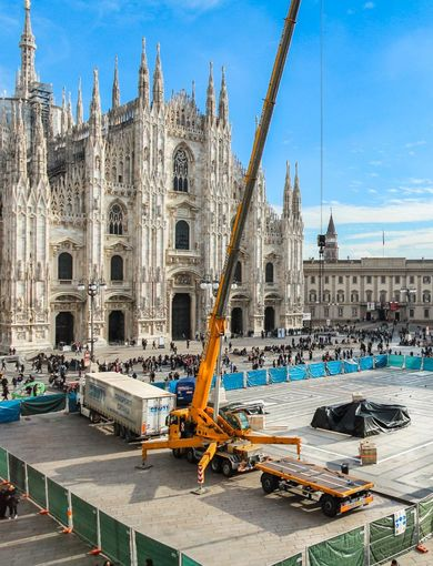 Piazza Duomo Christmas Tree - Work in progress